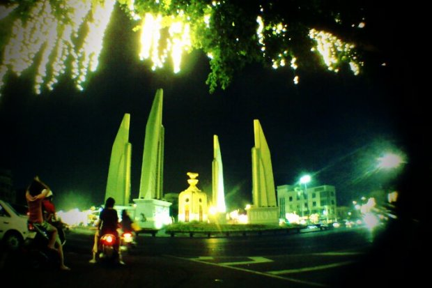 the Democracy Monument ~ meeting point